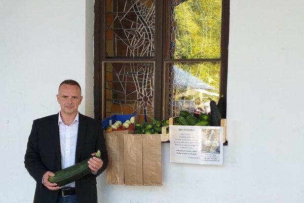 Patrik Groma prišiel s nevšedným nápadom, ako zužitkovať veľkú úrodu.