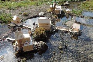 Takto vyzerala dedinka ešte pred poškodením