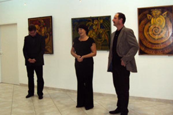 Andreja Augustína na vernisáži privítala majiteľka galérie Anna Lenková.