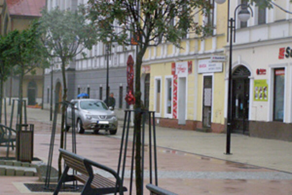 Hoci je Hviezdoslavovo námestie pešou zónou, auto s parkovacím preukazom tam môže ísť v podstate kedykoľvek.