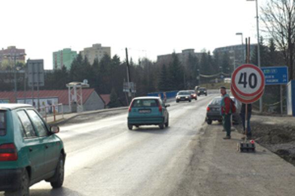 Most v centre Tvrdošína je po polroku opäť prejazdný.
