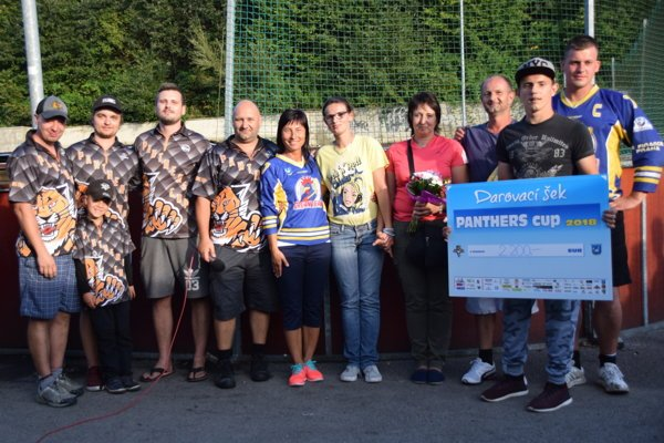 Patrik aMichaela si na konci podujatia prevzali darovací šek vo výške 2200 eur.