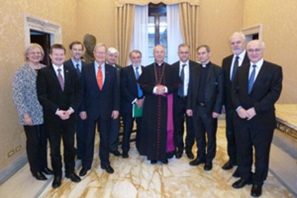 Europoslanci zo Španielska, Poľska, Talianska, Slovenska, Estónska, Nemecka, Slovinska na stretnutí s predstaviteľmi Svätej stolice.