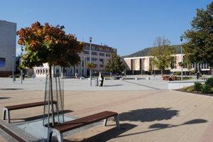 Kotlebovci zhromaždenie zvolali pred mestský úrad.