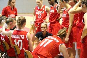 Do Popradu prichádza trénerka Tatiana Gallová (v strede), ktorá má aj reprezentačné skúsenosti.