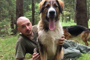 Tomáš Chreno a ich pes Hodor.