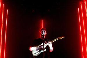 Spevák Joe Newman na koncerte s kapelou Alt-J na piešťanskom Grape.