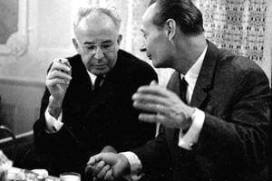 Na snímke z 30. októbra 1968  Alexander Dubček (vpravo) s Gustavom Husákom (vľavo) po podpise ústavného zákona o čs. federácii.
