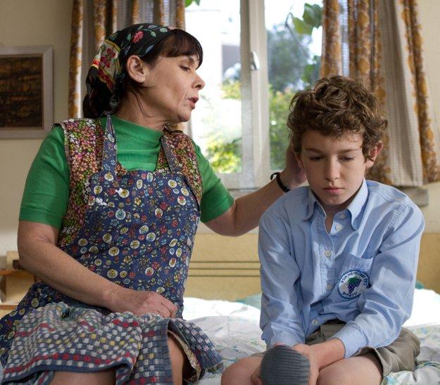 Podľa románu Davida Grossmanna Intimate Grammar z Jeruzalema šesťdesiatych rokov vznikla v roku 2010 rovnomenná dráma o dospievaní citlivého chlapca  nebudú mať. v dysfunkčnej rodine.