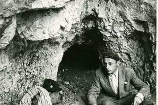 Nestor oravských jaskyniarov Ján Brodňanský vyniesol spod zeme ľudské kosti.