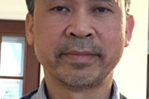 Tuong Vu sa narodil a vyrástol vo Vietname. Potom odišiel do USA, kde sa stal riaditeľom Ázijských štúdií a profesorom politológie na univerzite v Oregone v USA.