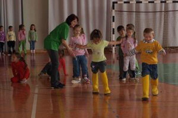 Deti z poľskej aj oravskej školy si zasúťažili, zabavili sa, lepšie sa spoznali.
