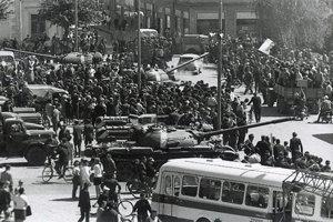 Novozámocké Hlavné námestie 21. augusta 1968.