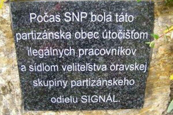 """Na tabuli venovanej pamiatke partizánskej skupiny Signál, ktorú predstavitelia mesta odhalili predminulú sobotu, chýba v slove oddiel jedno """"d""""."""