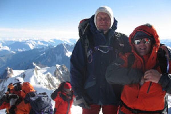 Milan Džugan (druhý sprava) s Rudolfom Fukasom počas tohtoročného výstupu na Mont Blanc.