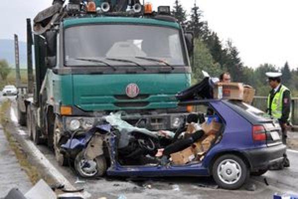 Účastník stredajšej dopravnej nehody pri Námestove skončil s vážnymi zraneniami.