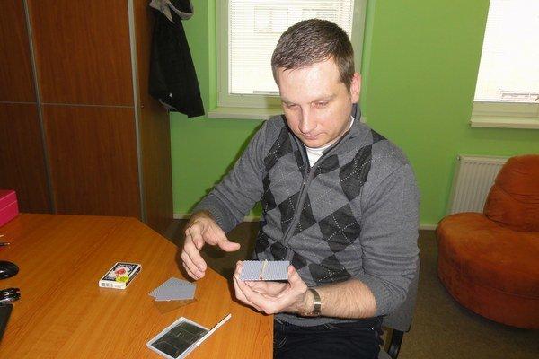 Dušan Cápa tiež miluje kartové triky.