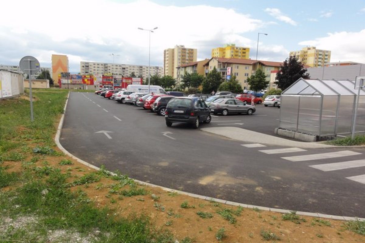 Parkovisko pri Kauflande bolo pod paľbou kritiky - mytopolcany.sme.sk 5f85f7201ce