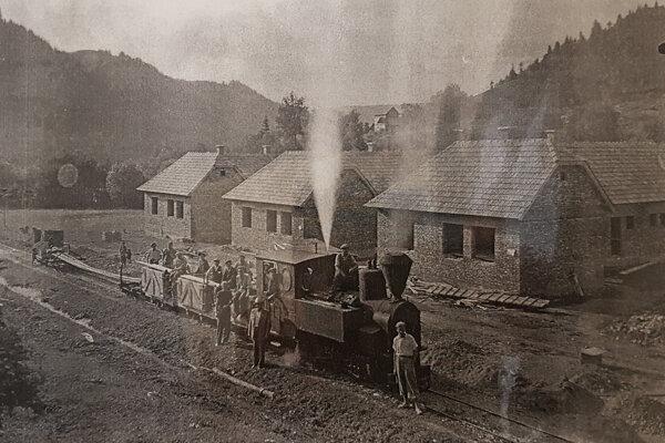 Takto stavali za pomoci štátu po vojne nový Sklabinský Podzámok. Nemci ho v roku 1944 vypálili a vyrabovali.