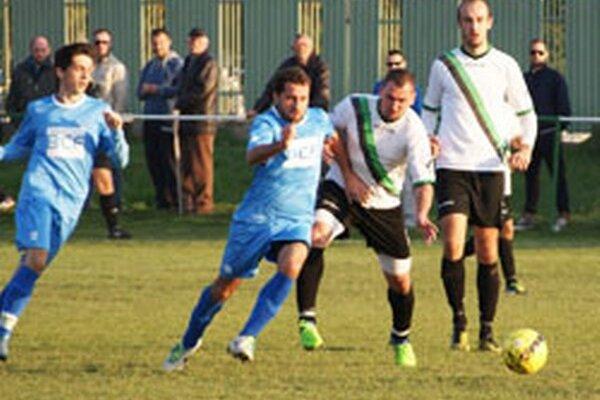Solčany v predminulom kole vyhrali 4:1 v Jacovciach a v sobotu strelili štyri góly aj hráčom z Preselian.