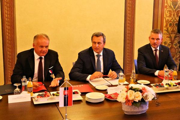 Prezident SR Andrej Kiska, predseda Národnej rady SR Andrej Danko a predseda vlády SR Peter Pellegrini počas diskusie o dotyku fašizmu so štátnou mocou a samosprávou s názvom Antisemitizmus - spoločenská a politická výzva.