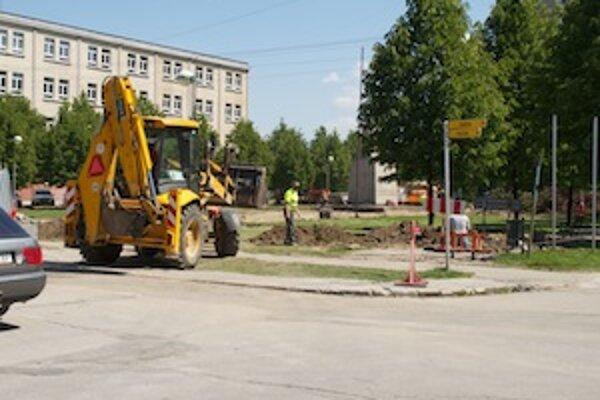 Prestavba námestia je už v plnom prúde.