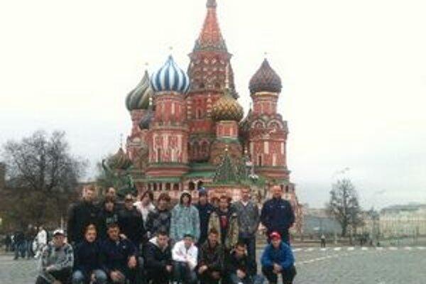 Spoločná fotka na Červenom námestí v Moskve.