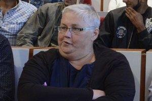 Aktivistka Monika Kozelová na zastupiteľstve.