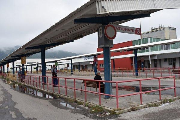 Autobusové nástupište má už polstoročie. Čaká ho rekonštrukcia. Moderný systém prepojenia informačných systémov, aký plánujú urobiť, nemá zatiaľ podľa spolumajiteľa MDS Vladimíra Podoliaka ani jedno mesto na Slovensku.
