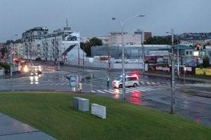 Polícia odkláňa dopravu z Vajnorskej na Tomášikovu.