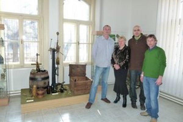 Organizátori výstavy. Zľava Bohuš Sasko, Viera Marková, Mário Žáčik a Miroslav Tureček.