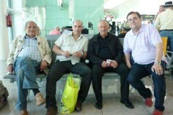 Zľava Eugen Rybanský (bývalý prvoligový brankár Topoľčian vo vodnom póle), Abdelaziz Patrik Benaoudia, Rudolf Schwarz a Július Valášek.