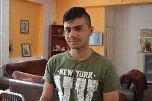 Niamat z Afganistanu nastúpil do prvého ročníka na strednú školu. Chce sa stať elektrotechnikom.