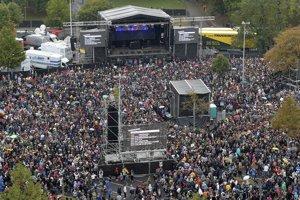 Koncert v Chemnitzi prilákal približne viac ako päťdesiattisíc ľudí.