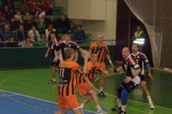 Hádzanári vyhrali v domácom zápase 34:25.