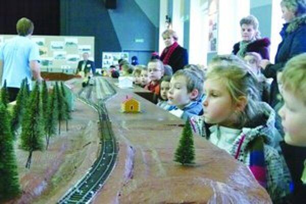 Modely vlakov fascinovali najmä školákov.