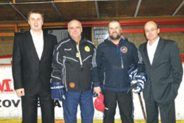Zľava generálny manažér HC Ervín Mik, tréner juniorov Djulnear Saliji, tréner dorast Pavol Takáč a prezident HC Topoľčany Pavol Lepey.