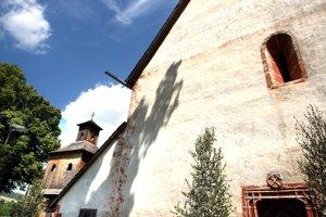 Kostolík v obci Poniky má obrovskú historickú hodnotu.