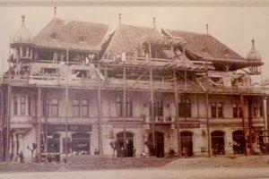 Fotografia z roku 1927 zachytáva nadstavbu radnice.