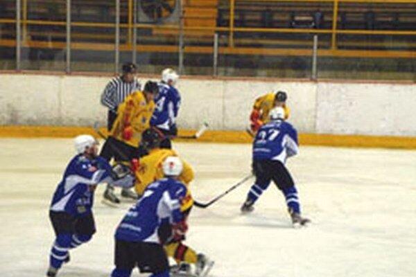 Hokejisti Topoľčian sa už dnes predstavia v Senici.