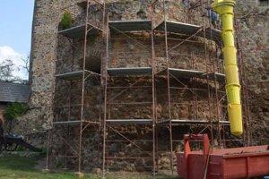 Torzo delovej bašty pod Bebekovou vežou.