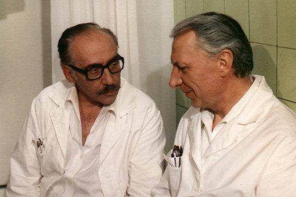 História československých seriálov z lekárskeho prostredia siaha až do roku 1977.