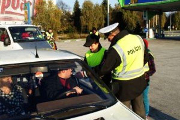 Policajti pokuty nedávali.