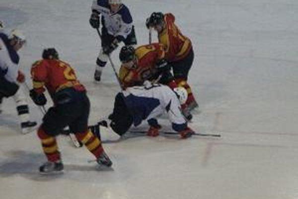 Hokejisti Topoľčian prehrali doma s Detvou aj Prešovom.