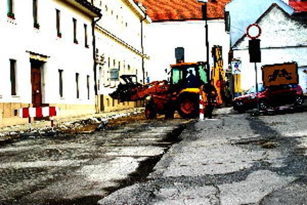 Stavebné práce na Farskej ulici sa začali 1. apríla.