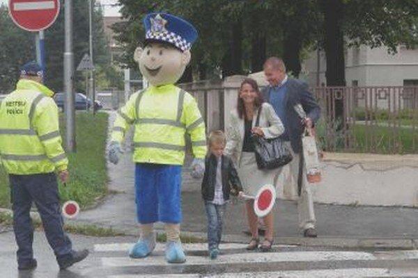 Maskot na priechodoch pre chodcov všetkým výrazne zlepšil náladu.
