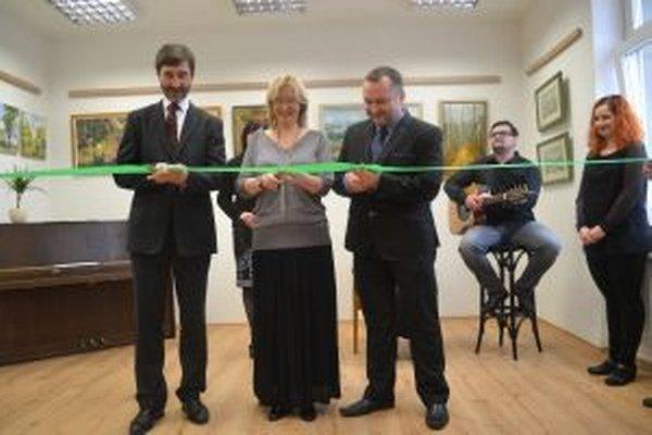 Predseda ŽSK Juraj Blanár, riaditeľka TKS v Martine Nataša Petrová a martinský viceprimátor Imrich Žigo pri otváraní nových priestorov pre kultúru v Martine.