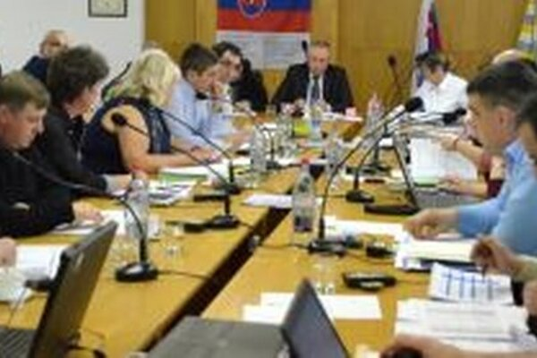 Poslanci scválili rozpočet dvanástimi hlasmi.