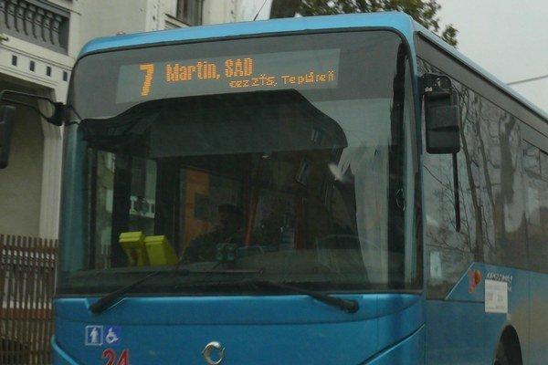 Autobusu, ktorý jazdí medzi Martinom a vrútockým Nákaldným nádražím, zmenili zabehnutú tresu.