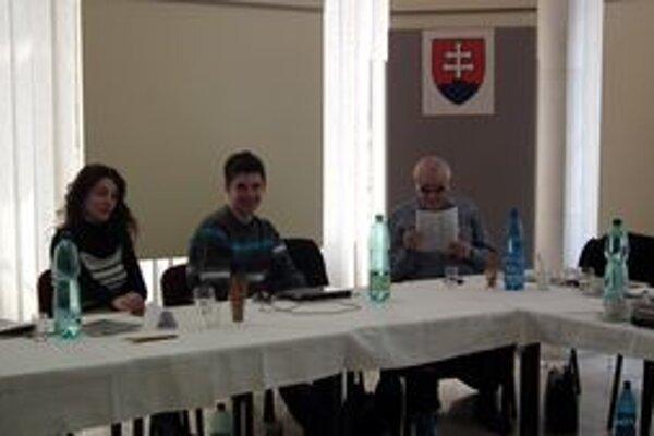 Členovia komisie odhadovali okolo obeda už dvadsaťpäťpercentnú účasť.